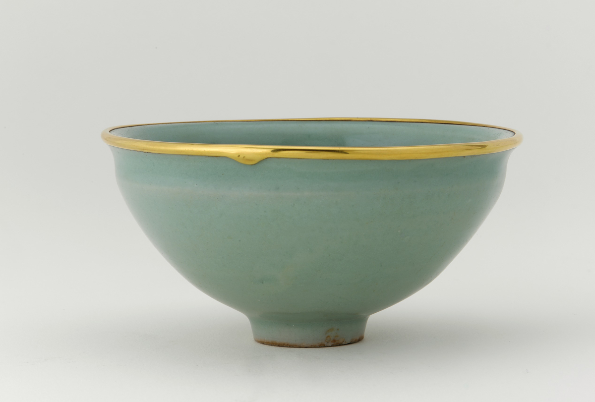 Longquan ware, tea bowl with celadon glaze, Freer Gallery of Art, Washington D.C., USA