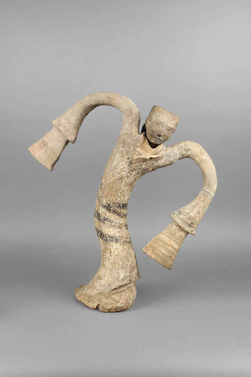 Dancing figurine. Earthenware. Tomb of the King of Chu. Tuolan Mountain, Xuzhou, Jiangsu. Xuzhou Museum.