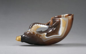 tang_agate-cup-in-the-shape-of-a-rhino-horn