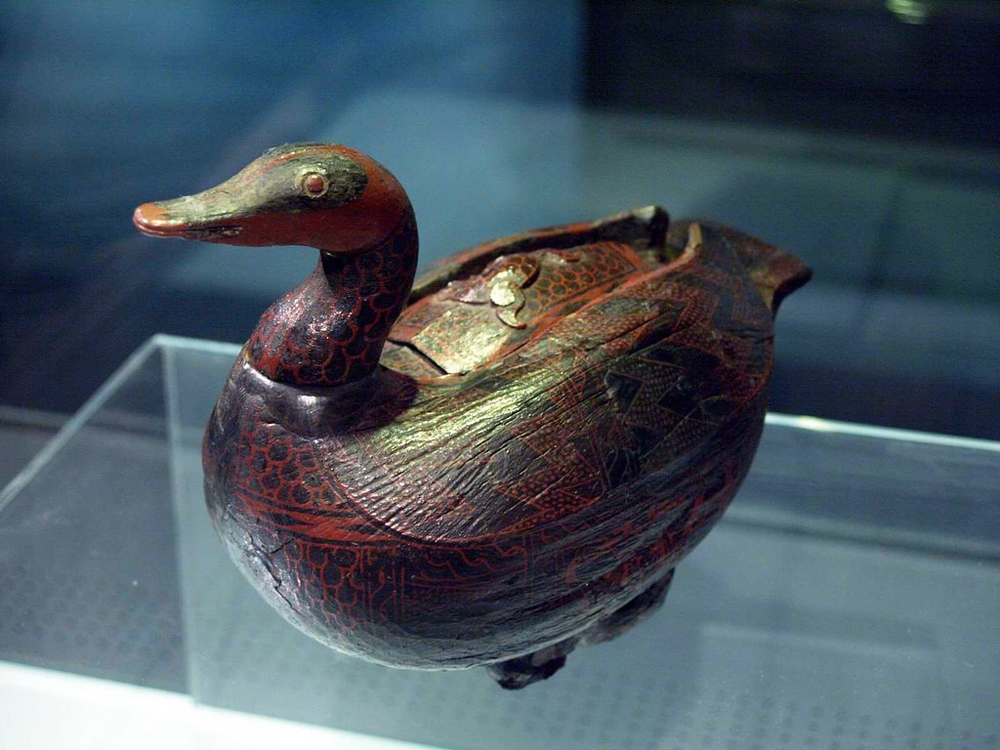 Zhou: Lacquer Box in the Shape of a Mandarin Duck
