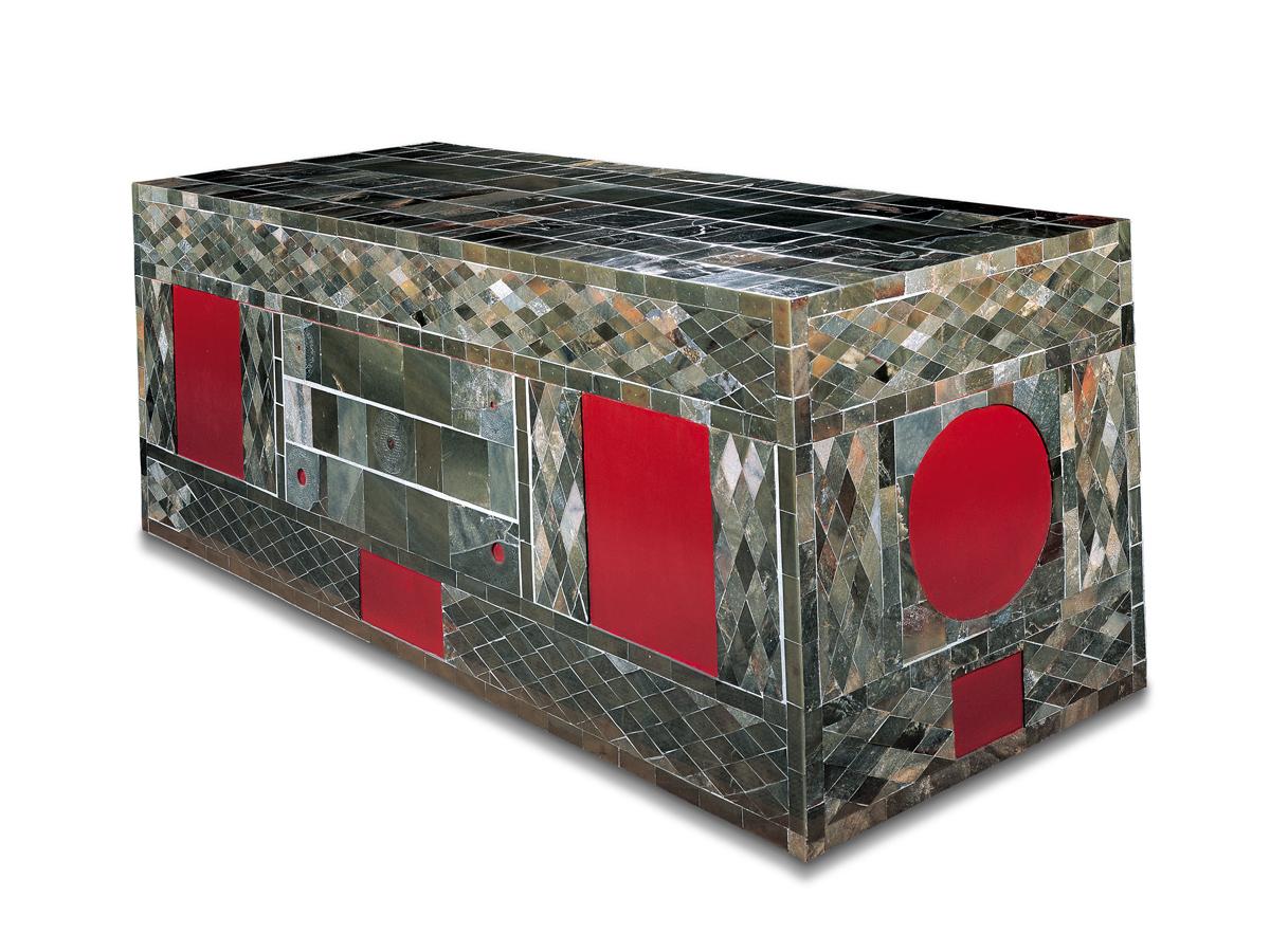 Coffin. Jade, wood, and lacquer. Tomb of the King of Chu. Shizi Mountain, Xuzhou, Jiangsu. Xuzhou Museum.