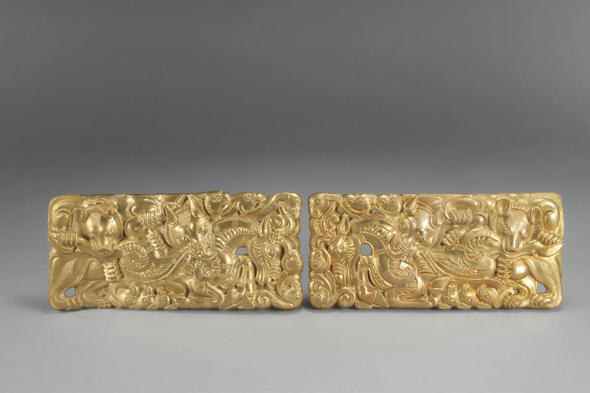 Set of belt buckles. Gold. Tianqi Mountain, Xuzhou, Jiangsu. Xuzhou Museum.