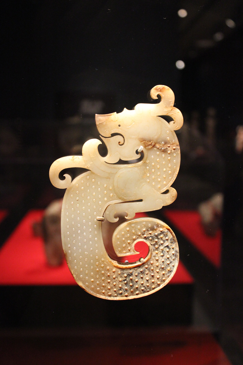 han_jade-pendant-in-the-shape-of-a-dragon