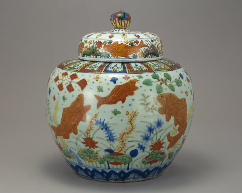 ming_jiajing_jar-with-design-of-fish-and-water-plants