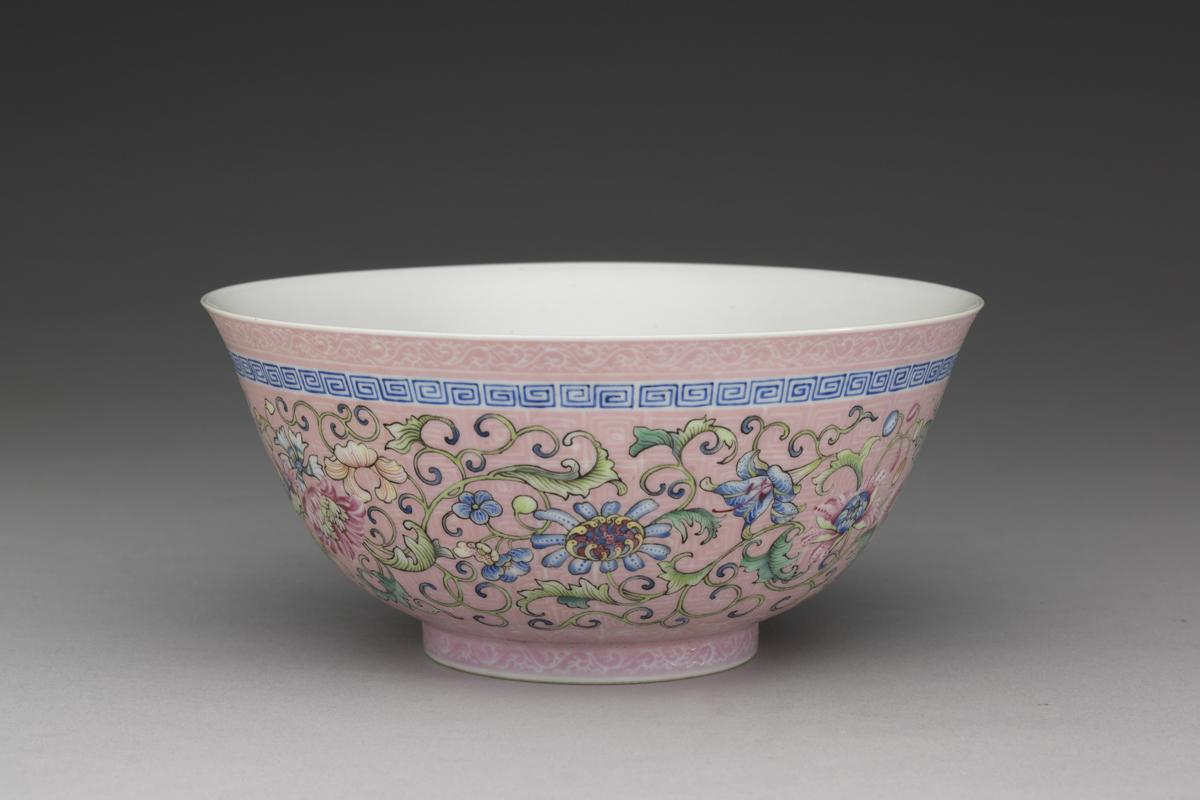 qing_qianlong_pink-bowl-with-lotus-design